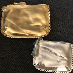 Set of two nested metallic pouches